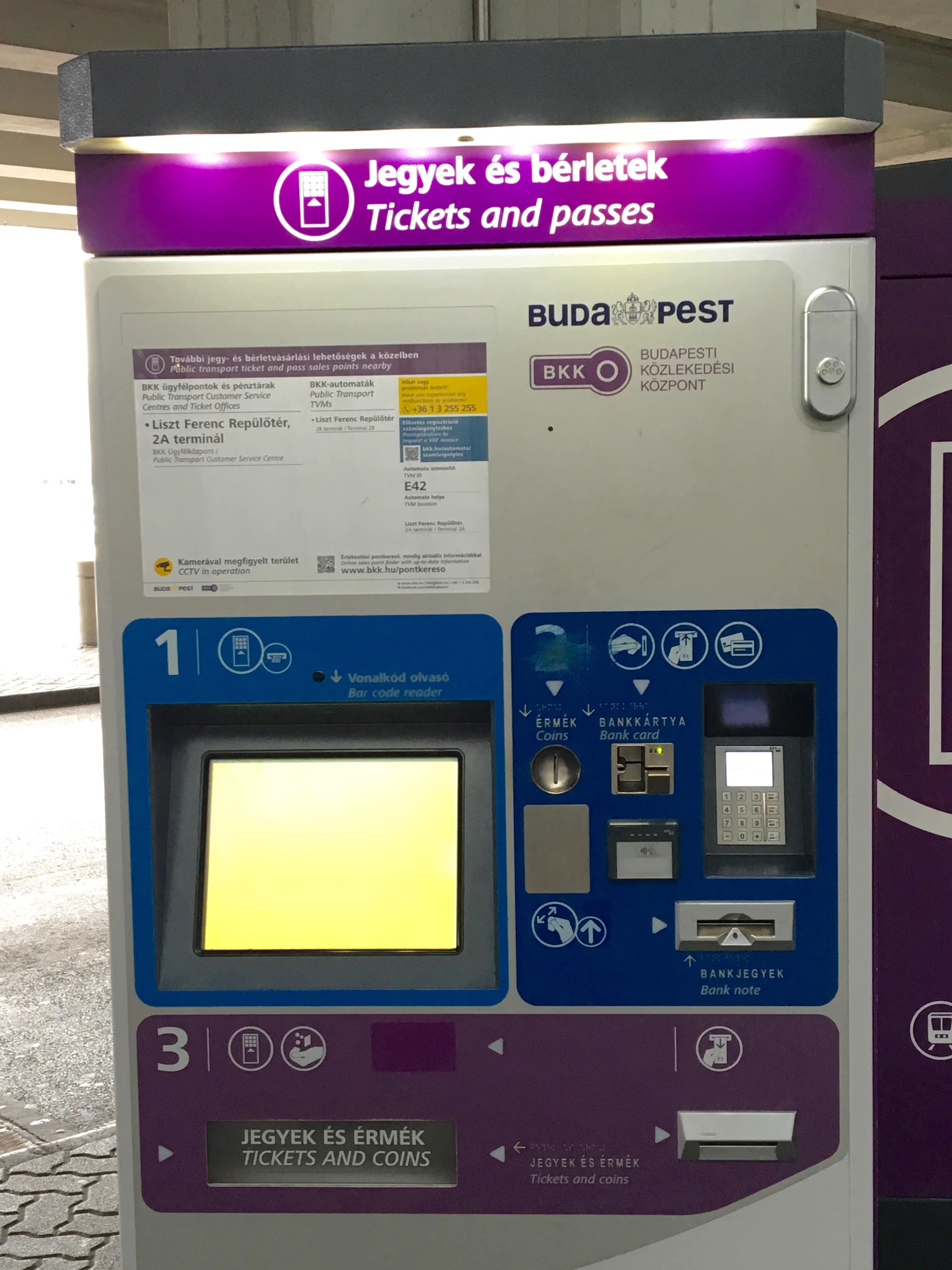 guichet automatique transport public aeroport de budapest