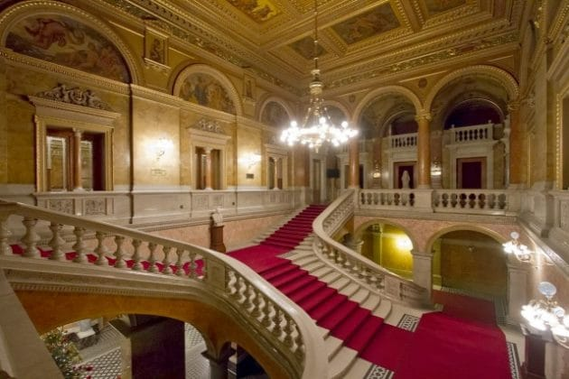 escalier opéra de Budapest
