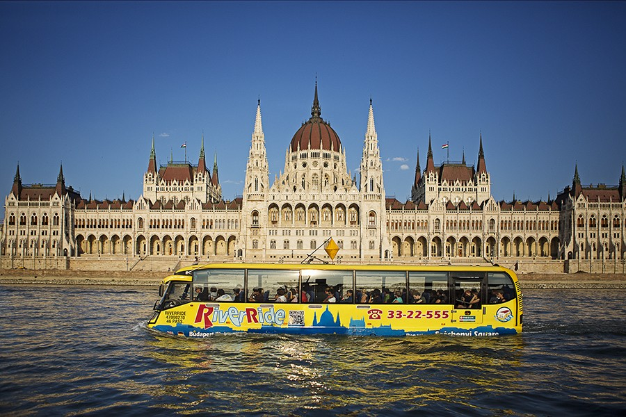 bus touristique flottant budapest