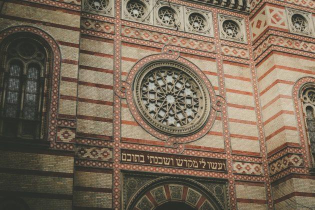 faceade synagogue Budapest