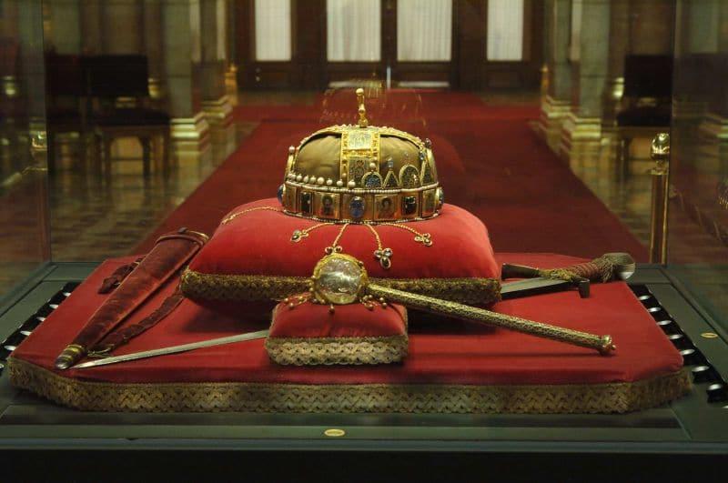 couronne parlement de Budapest