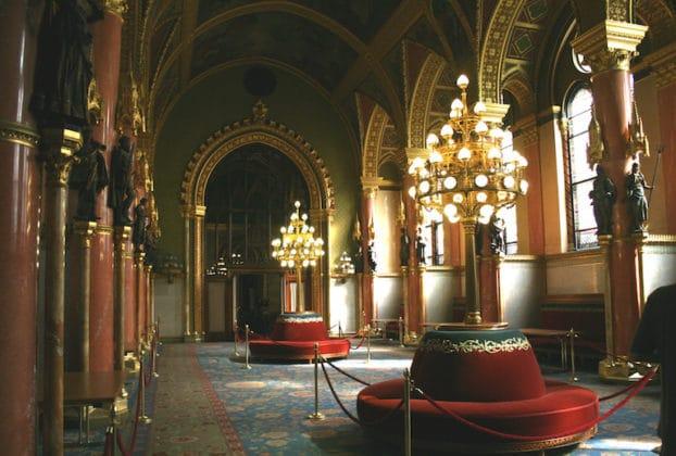 intérieur- visite du parlement de Budapest