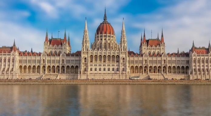 visiter parlement de Budapest