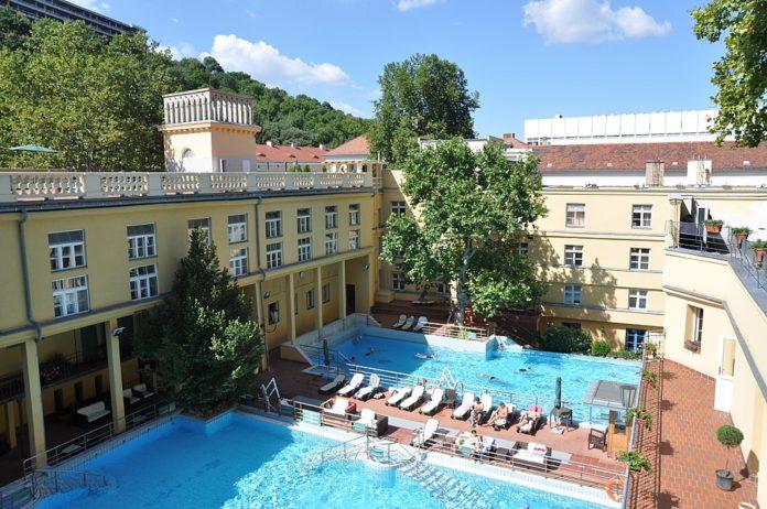 bains budapest lukacs