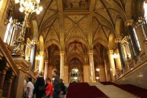 visiter le parlement de Budapest -intérieur