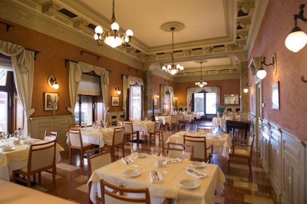 intérieur restaurant Dunacorso à Budapest