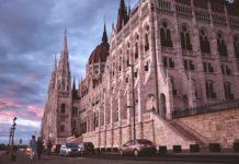parlement de budapest en mars